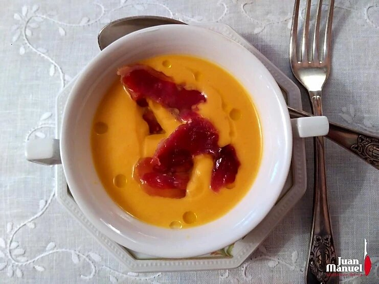 Crema de calabaza con leche de coco, curry y Paleta Ibérica