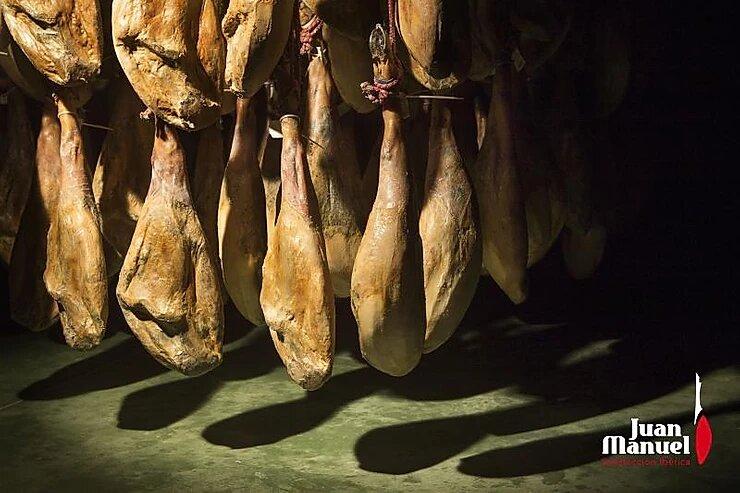 Cómo se distingue un jamón ibérico de un jamón ibérico bellota Juan Manuel curación